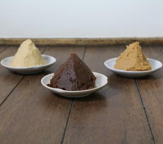 AW36:三種のお味噌(中辛味噌、減塩甘口味噌、赤味噌)の詰め合わせ